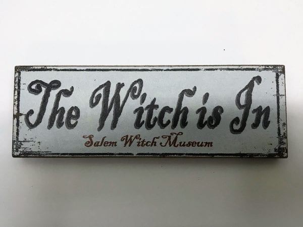 "wood magnet ""the witch is in"""